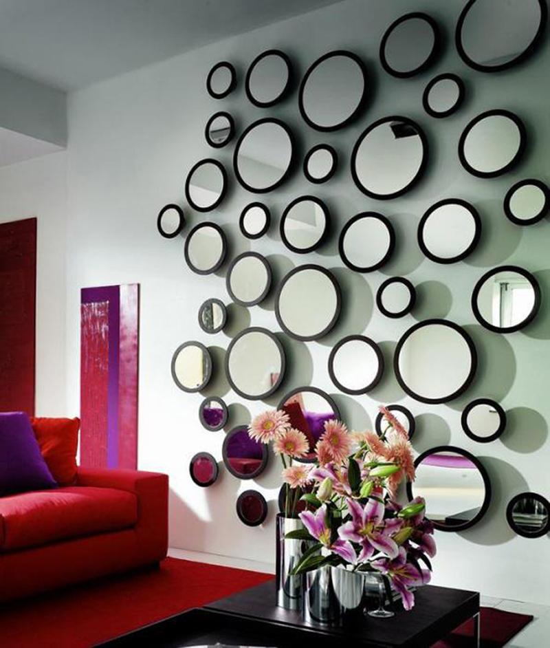parede decorada com espelhinhos