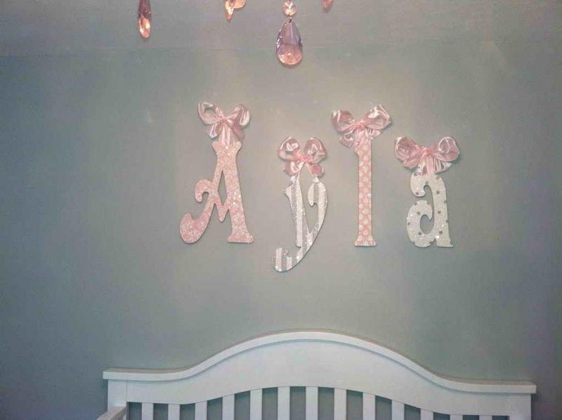 parede decorada com letras