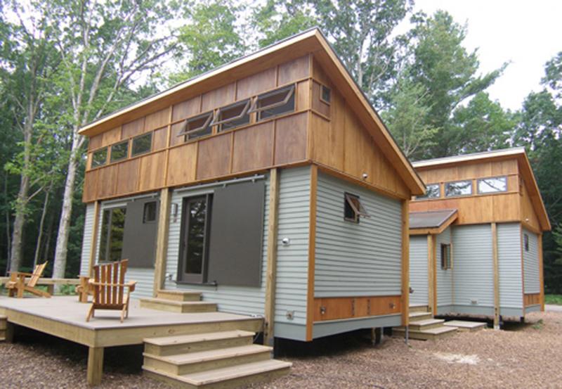 casa com madeira metal