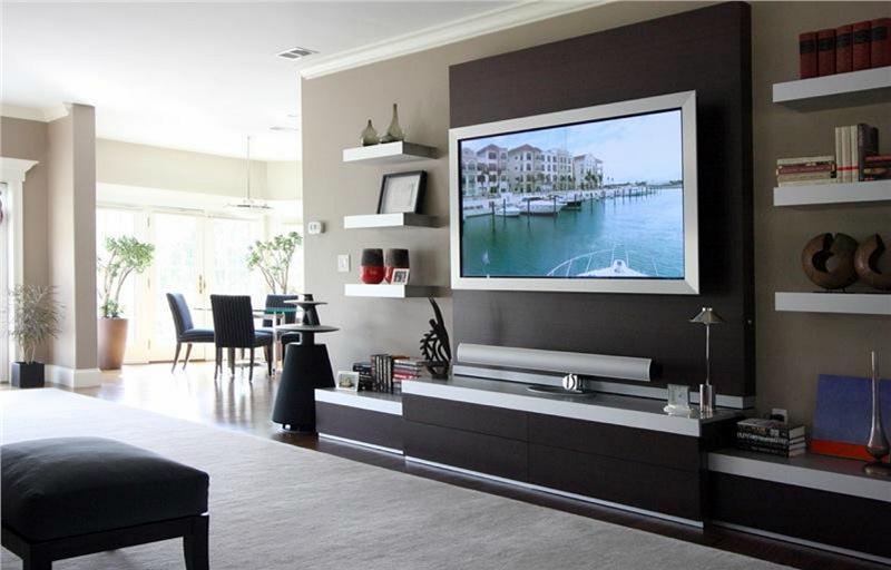 sala de tv com painel