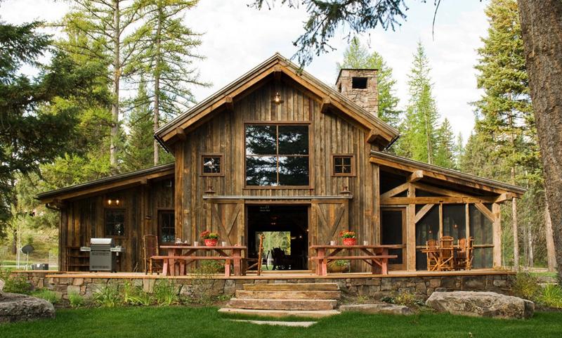 casa com madeira sacada