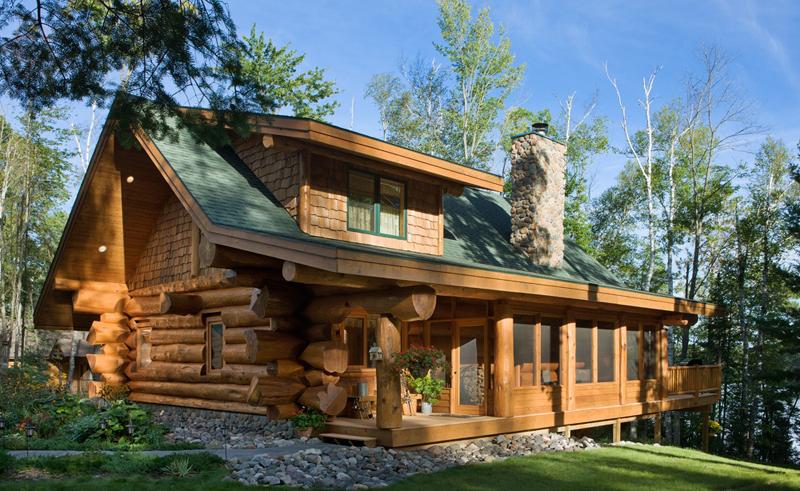 casa com madeira toras