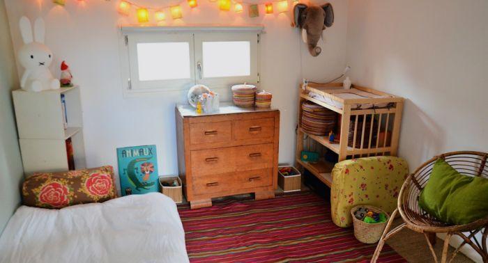 quarto montessoriano com madeira