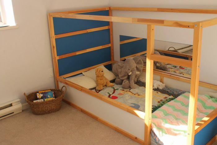 quarto montessoriano com madeiras