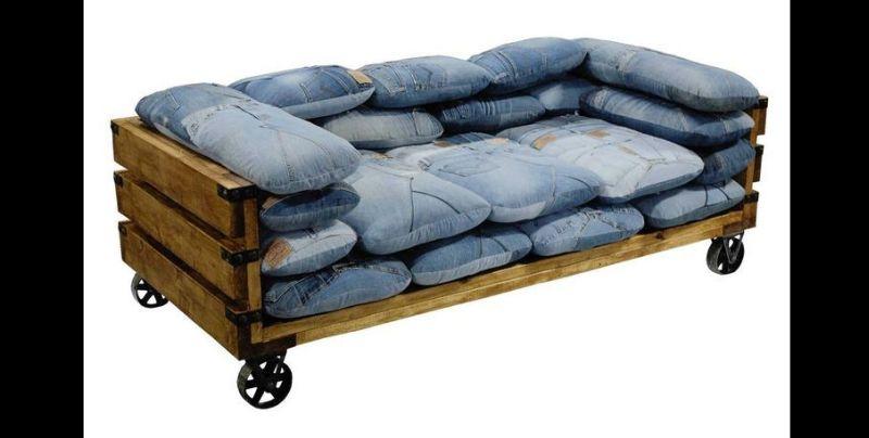 sofa com jeans
