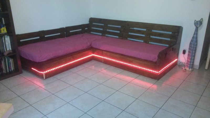 movel de pallet sofa com led