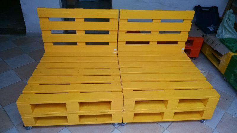 sofa amarelo