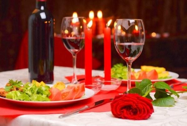 como fazer um jantar romantico