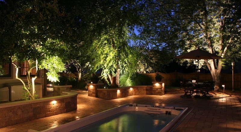 iluminação com piscina