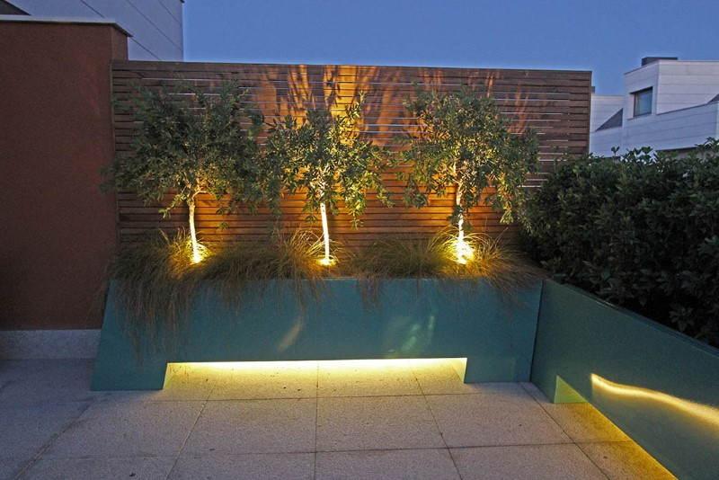 iluminacão de jardim externo