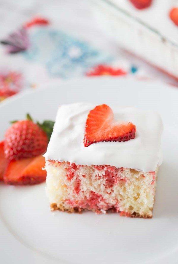 sobremesa decorada com frutas vermelhas