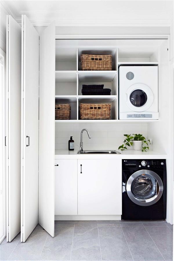 lavanderia com prateleiras