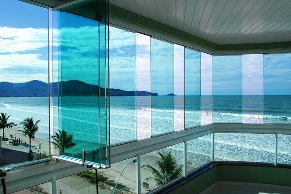 Sacada-de-vidro-protege-o-ambiente-do-vento
