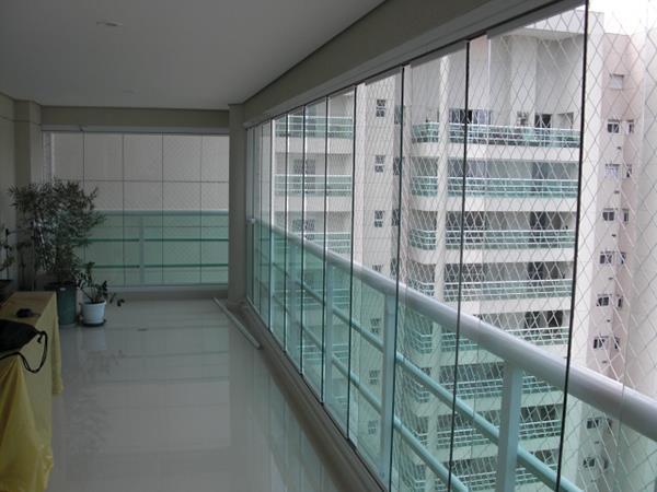 sacada de vidro em apartamento