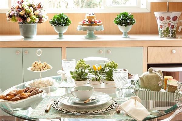 mesa posta para o chá da tarde
