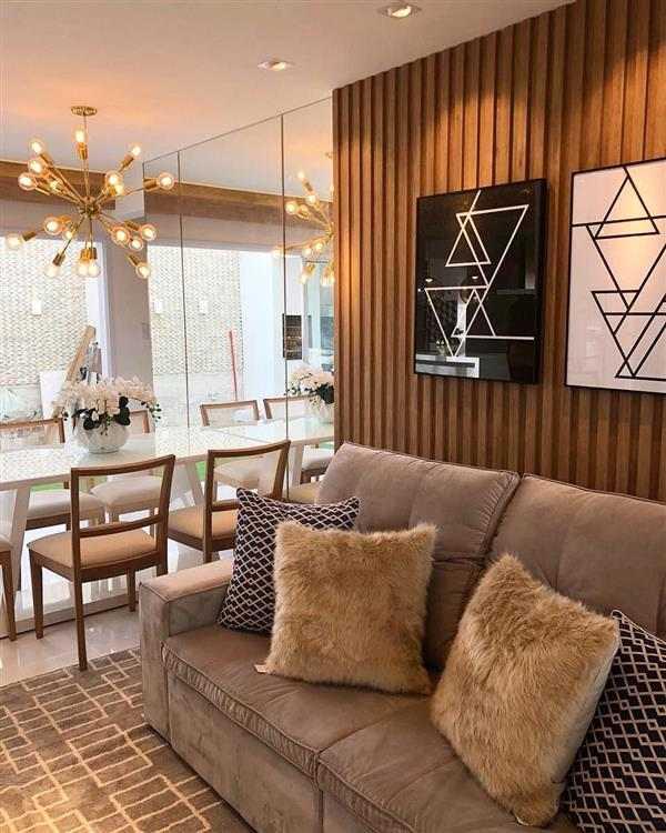 sala com sofa marrom