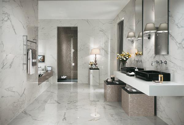 banheiro-com-porcelanato-imitando-marmore-carrara