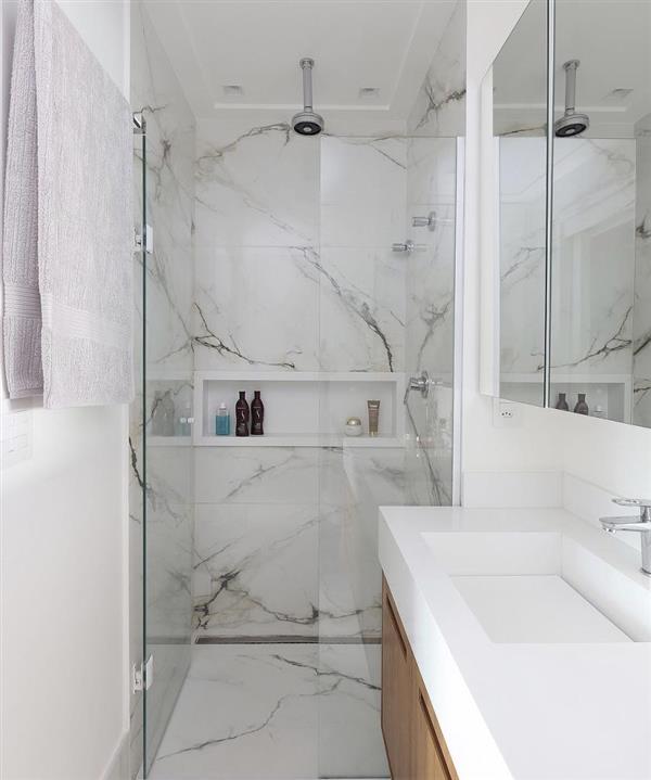 banheiro-com-revestimento-de-marmore