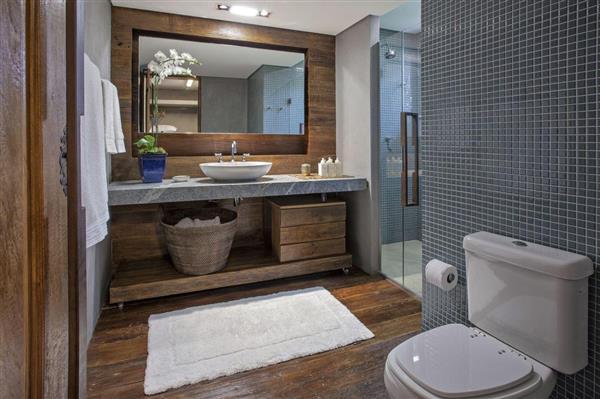 banheiro-simples-banheiro-com-estilo-rustico-moderno