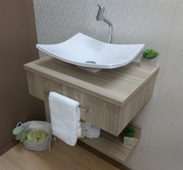 lavabo de madeira clara
