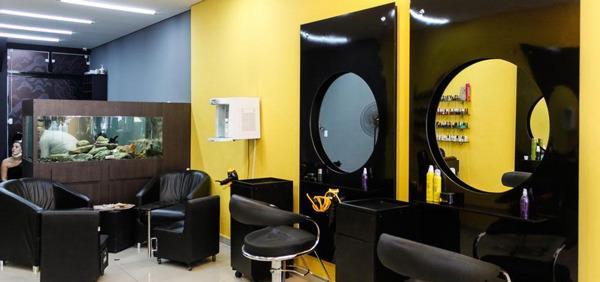 salão de beleza amarelo