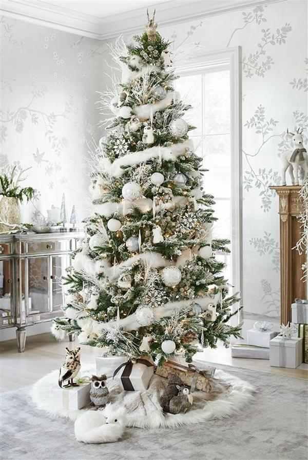 decoração de árvore de natal branca