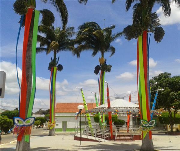 decoração de carnaval com papel crepom
