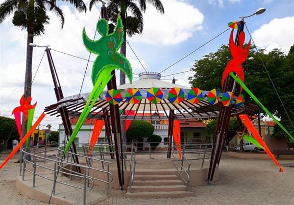 festa com decoração de carnaval