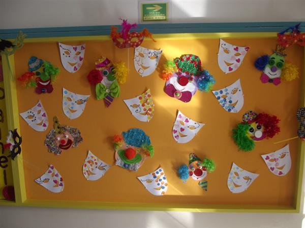 máscara de carnaval no mural