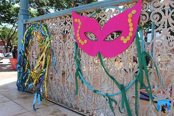decoração com mascaras de carnaval