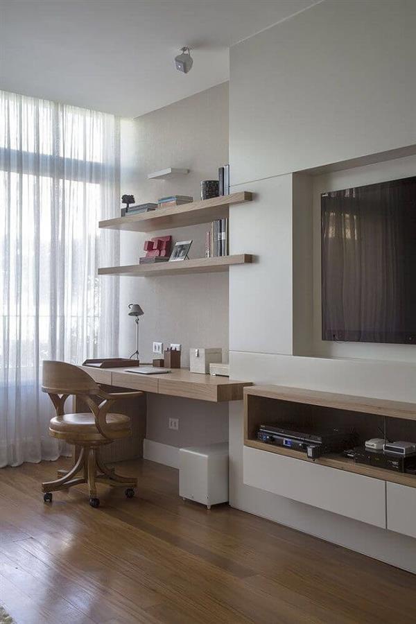 home-office-pequeno-planejado-na-sala