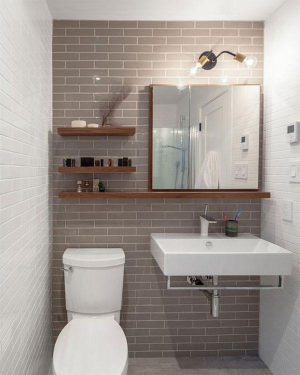 Banheiro pequeno com tijolos aparentes