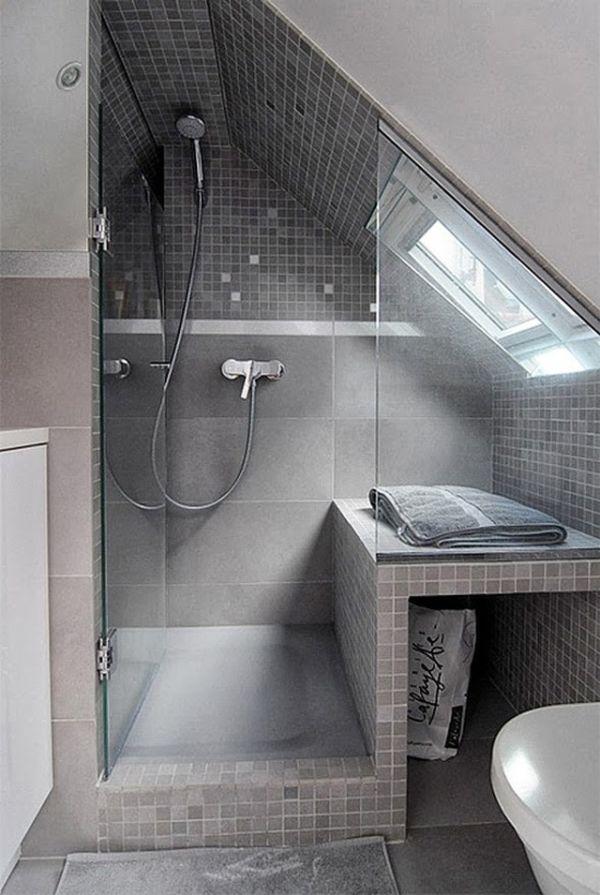 Banheiro pequeno com banco