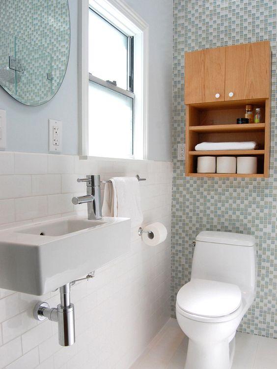 Ideias de Decoração de Banheiros com Nichos de Madeira