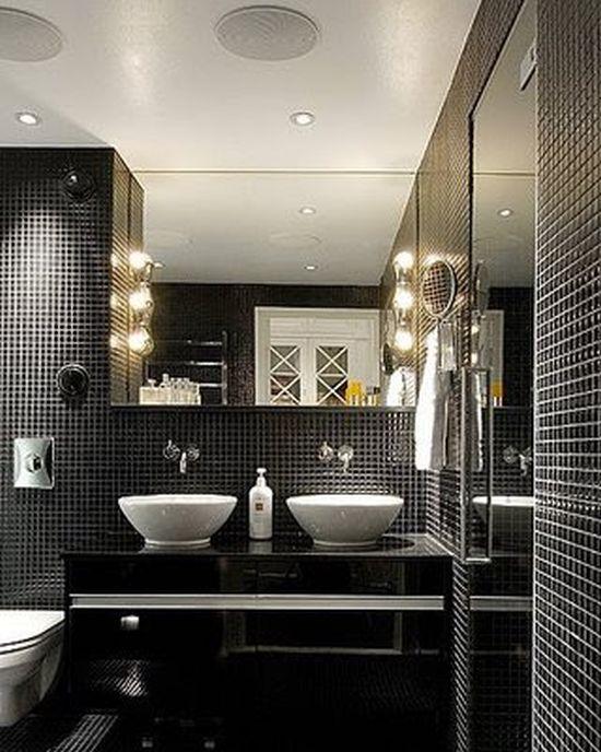 Banheiros decorados com pastilhas pretas são lindos e sofisticados
