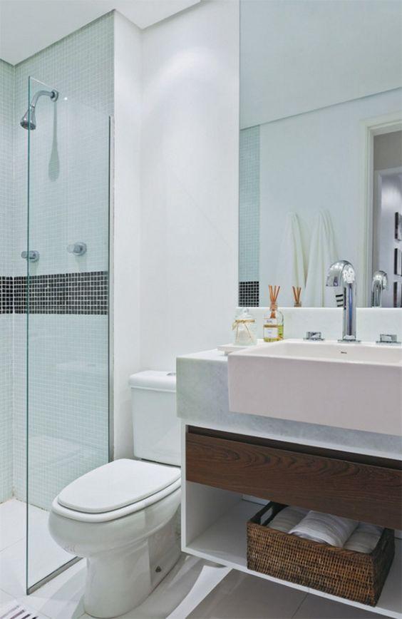 Banheiros decorados com faixas decorativas