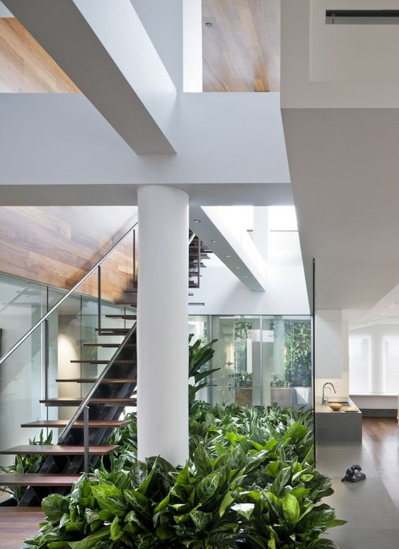 Modelos de Escadas Decoradas com Plantas