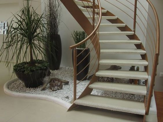 Ideias de decora o de escadas com plantas fotoss decor for Jardin interior bajo escalera