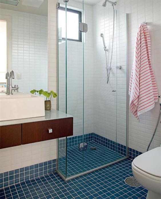 banheiro de escritorio luxo branco e azul tiffany