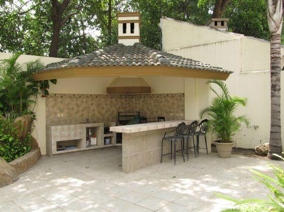 Rea de lazer com churrasqueira e fog o a lenha 20 for Fotos de patios de casas pequenas