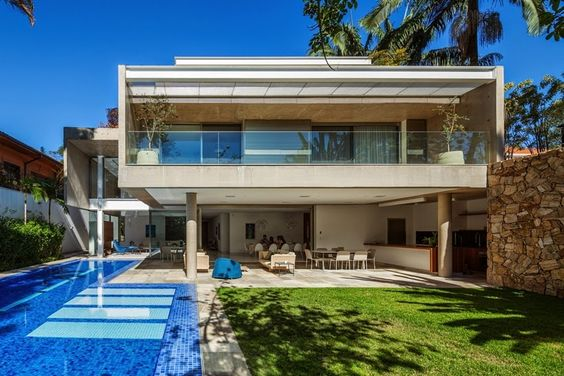 Decora o de varandas de casas grandes modeloss decor for Fotos de casas modernas grandes