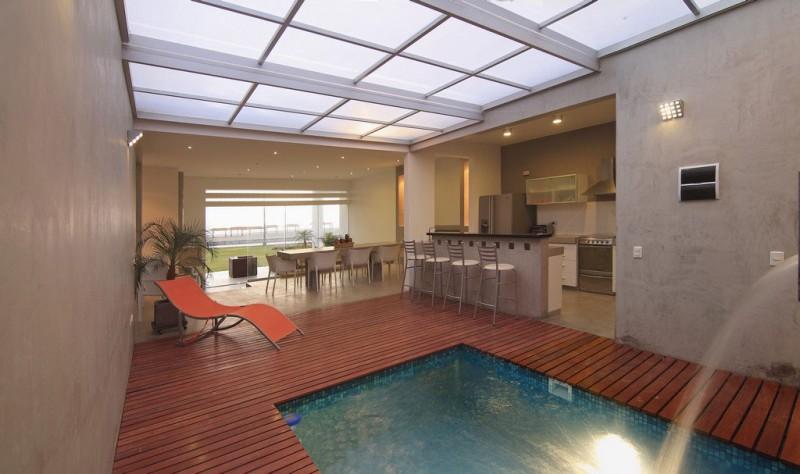 deck e bar perto da piscina