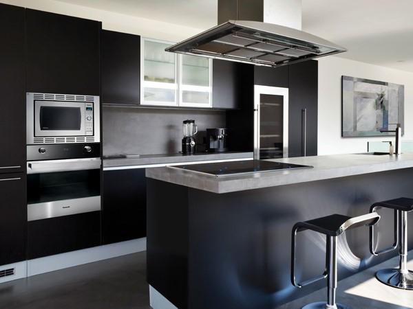 cozinha integrada preta e cinza