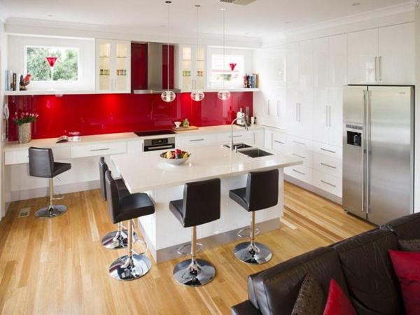 cozinha integrada com parede vermelha