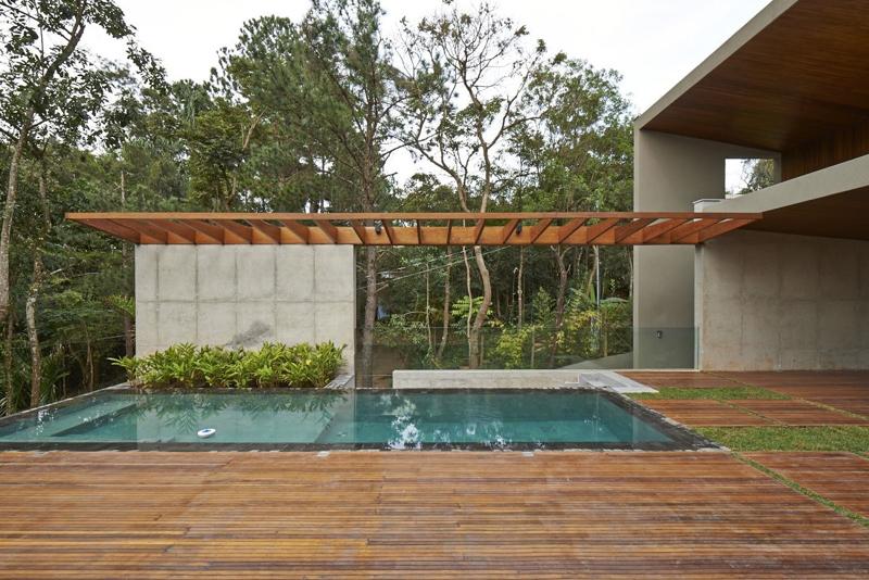 piscina curta e deck
