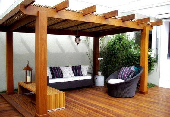 pergola de madeira com piso de maderia