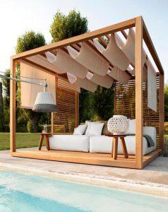 piscina perto da pergola de madeira