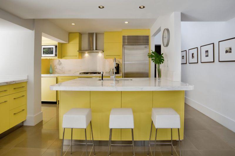 cozinha planejada amarela clara