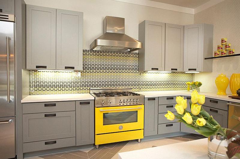 cozinha planejada  com fogão amarelo