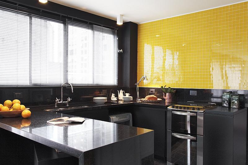 cozinha planejada com azulejos